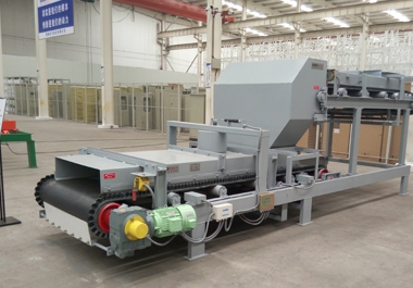 Upper feed type weighing feeder